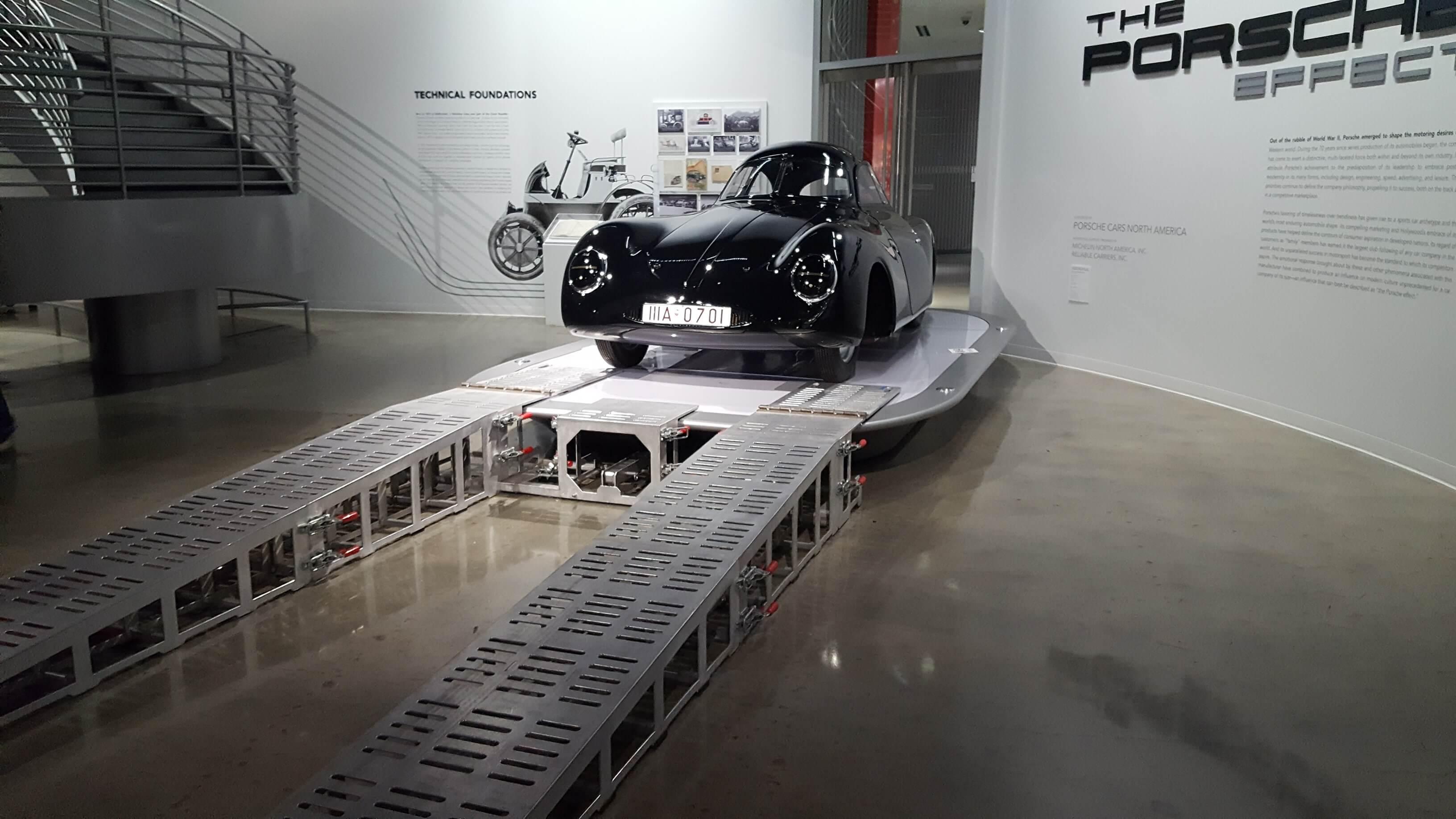 Der Abtransport aus dem Petersen Automotive Museum beginnt. © Thomas Görny