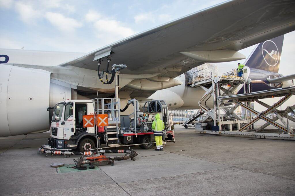 Refueling before departure in Frankfurt. © Lufthansa Cargo AG/Oliver Rösler
