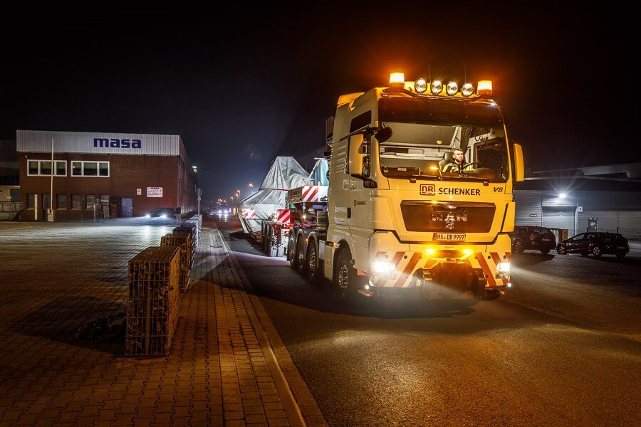 Departure in Porta Westfalica: Vehicle and cargo together weigh 131 tons. © Michael Neuhaus / DB Schenker