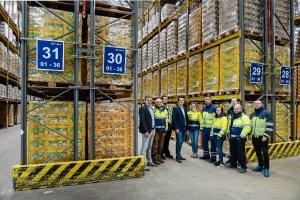 The DB Schenker logistics team at the Güstrow location is growing © DB Schenker / Max Lautenschläger