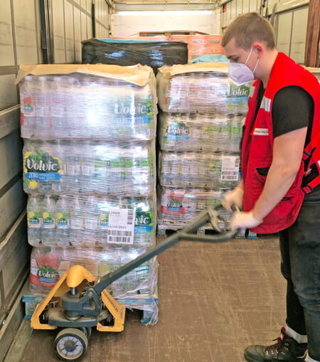 Loading and unloading proceeded with attention to all current corona safety restrictions, of course.
