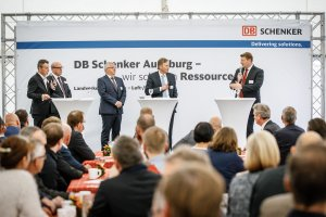 DB Schenker celebrates the next milestone in its contract logistics at GVZ Augsburg. Also present was the 1st mayor of the city of Neusäß and vice-chairman of the GVZ committees, Richard Greiner (2nd from the left) © DB Schenker/Michael Neuhaus