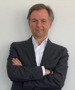 """""""Ich liebe es, auf die Halle zu gehen, mit den Menschen dort zu reden und im Anschluss eine Stunde mit dem Kunden über seine globale Supply Chain zu sprechen"""", sagt Markus Pütz. © DB Schenker"""