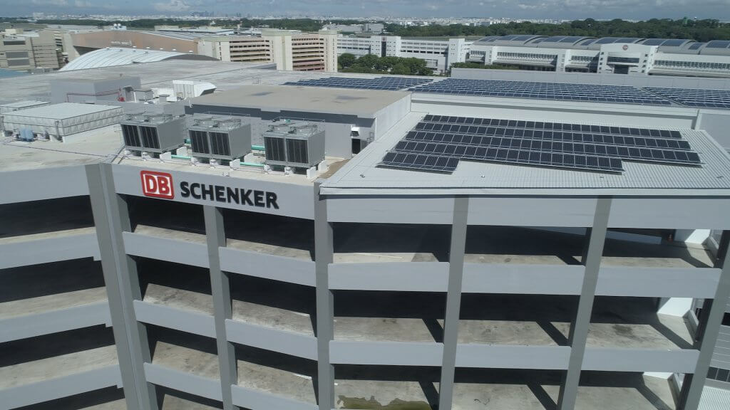 Sustainable warehousing: 1,440 photovoltaic solar panels and other features reduce energy consumption by up to 34 percent compared to conventional buildings. © DB Schenker