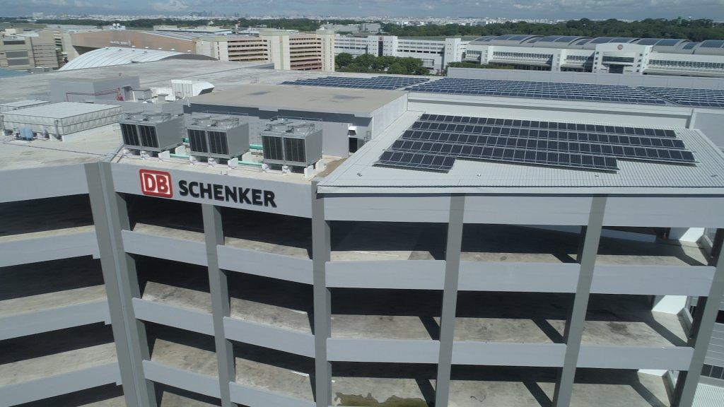 1.440 Photovoltaik-Solarpaneele und weitere Eigenschaften senken den Energieverbrauch im Vergleich zu herkömmlichen Gebäuden um bis zu 34 Prozent. © DB Schenker