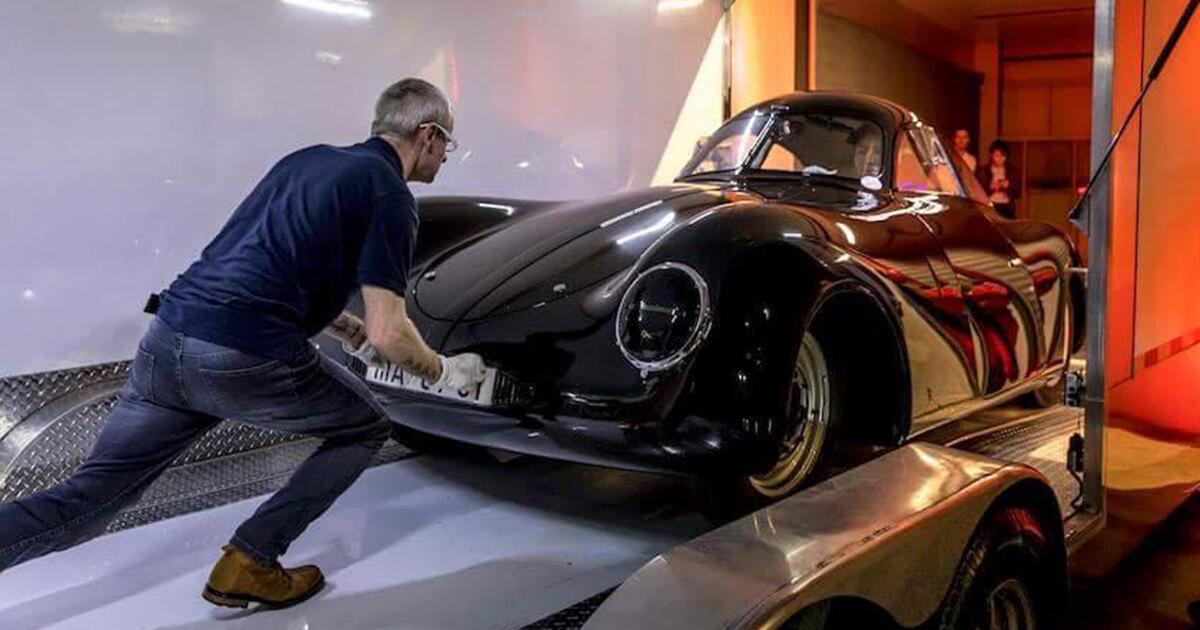 TTransport des Porsche Typ 64 von Stuttgart zum Petersen Museum in Los Angeles. © Thomas Görny