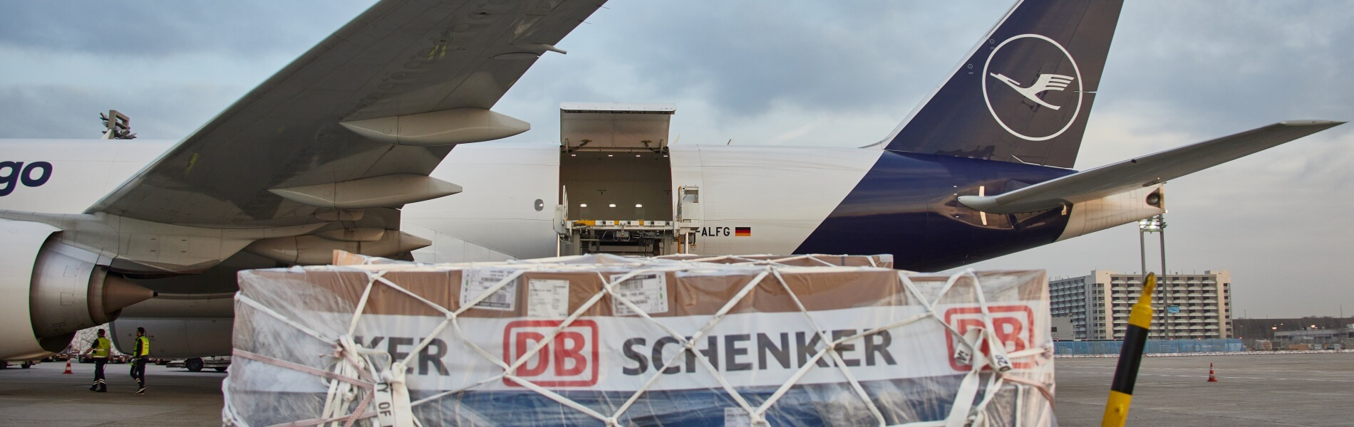 Frankfurt-Shanghai: DB Schenker flies CO2-neutral on a regular basis