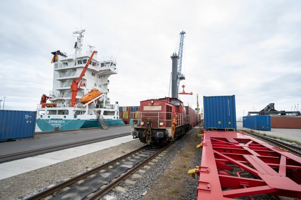 In this way, 186 containers with a total of 1,300 tons of material for Italian hospitals reach Lombardy from China. © DB Schenker