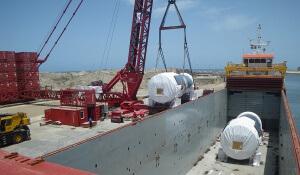 Schiff, Verladung von Kraftwerks-Komponenten