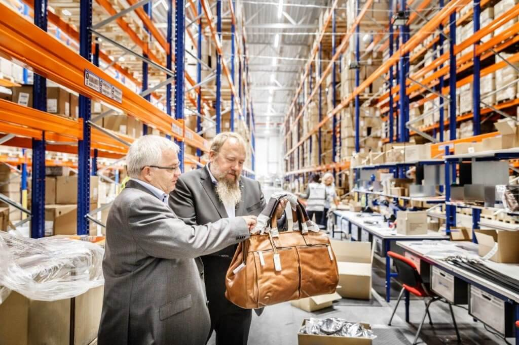 Zwei, die in Sachen Logistik eine gemeinsame Sprache sprechen: Fossil und DB Schenker. Und auch Josef Otter und Martin Thum