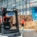 Porsche und DB Schenker: Schutzausrüstung für Sachsen und Baden-Württemberg