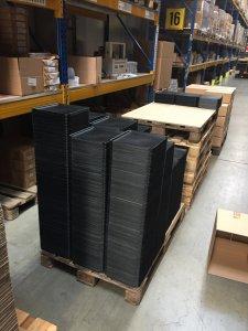 Blick ins Hub: Hunderte Tabletts stehen zur Komissionierung bereit. @ DB Schenker