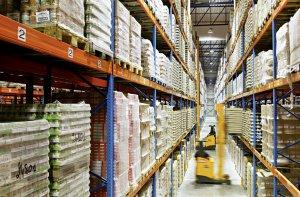 Im Hintergrund des eCommerce: Logistikdienstleistungen von DB Schenker, hier zum Beispiel im belgischen Willebroek