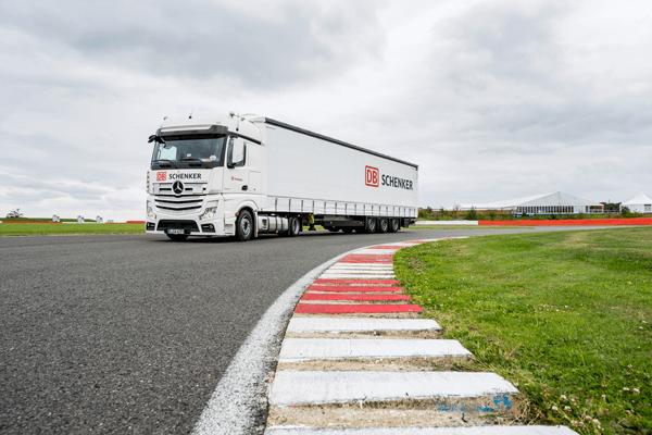 DB Schenker Truck auf dem Kurs von Silverstone