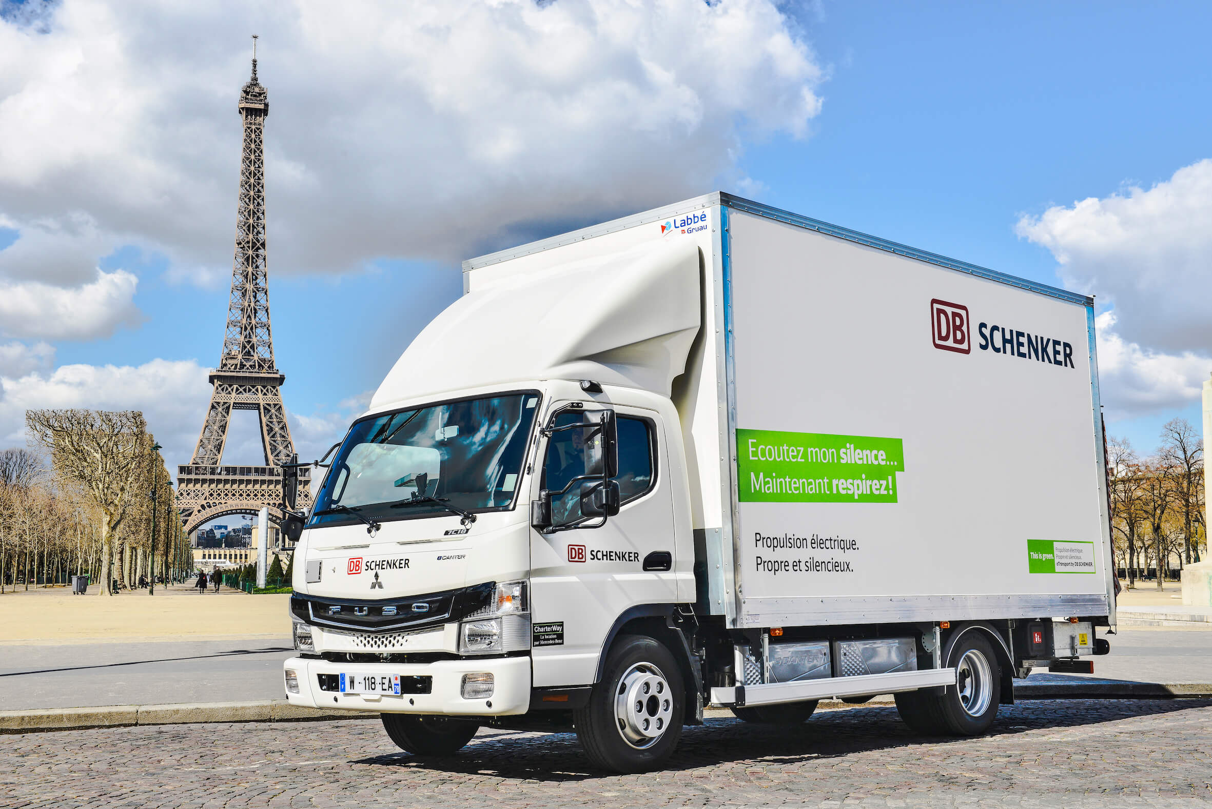 An eCanter in front of the Eiffel Tower in Paris. France's capital blocks trucks with combustion engines. © DB Schenker/O.Bos