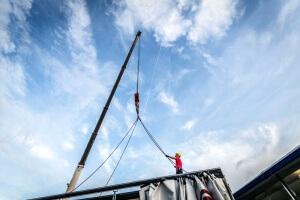 Befestigung der Kranketten auf dem Dach des Motorhome Moduls