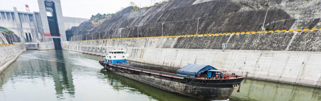 Schiffslift vollendet Drei-Schluchten-Talsperre. Was bringt sie Chinas Hinterland?
